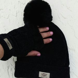 UGG black 3 peace scarf, Hat and glove set